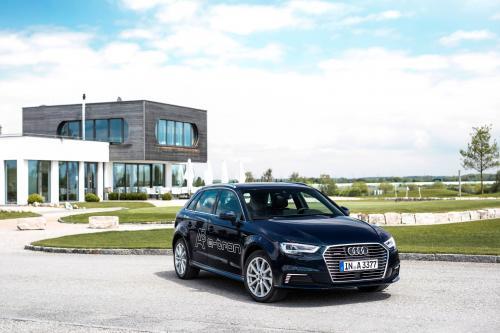 Компания Audi показывает спортивный модели A3 электронной электронов