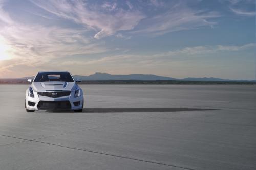 Cadillac показывает первое в своей истории САР в купе