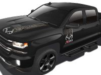 2016 Chevrolet Silverado Realtree Edition, 2 of 3