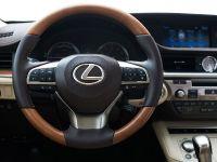 2016 Lexus ES 300h, 11 of 22
