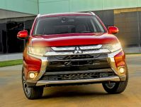 2016 Mitsubishi Outlander , 2 of 24