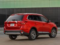 2016 Mitsubishi Outlander , 17 of 24