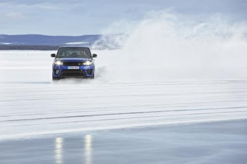 Range Rover Sport SVR AT arctic silverstone