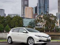 2016 Toyota Corolla Hybrid, 2 of 6