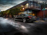 2017 BMW M760Li xDrive, 8 of 23