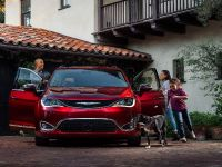 2017 Chrysler Pacifica, 2 of 58