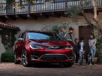 2017 Chrysler Pacifica, 3 of 58