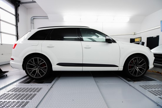 SPEED BUSTER Audi SQ7 SUV