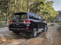 2017 Toyota Land Cruiser 200 Series Altitude , 3 of 4