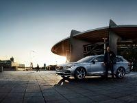 2017 Volvo V90 feat. Zlatan Ibrahimovic , 4 of 9