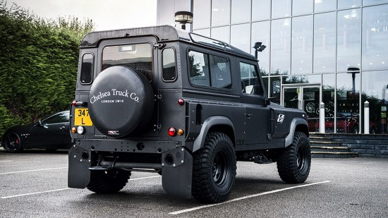 Kahn Design Land Rover Defender Flying Huntsman 105