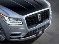 2018 Lincoln Black Label Navigator, 2 of 5