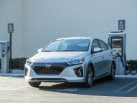 2019 Hyundai Ioniq Plug-In Hybrid , 2 of 7