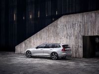 2019 Volvo V60 R-Design , 3 of 13