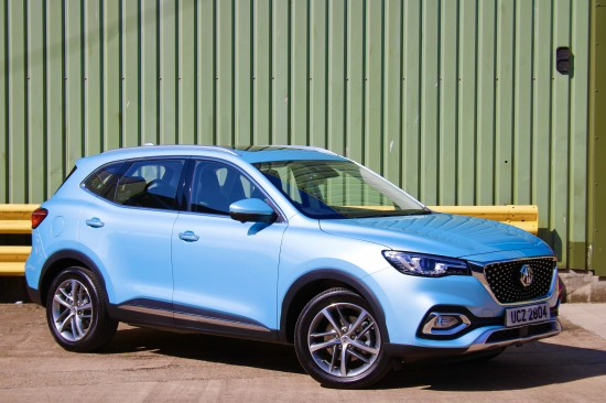 MG LAUNCHES PLUG-IN HYBRID HS SUV