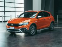 2021 Fiat Tipo Cross, 2 of 25