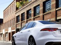 2021 Jaguar XE, 4 of 11