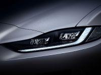 2021 Jaguar XE, 7 of 11