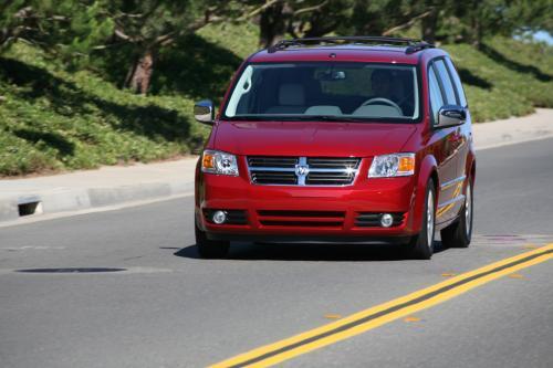 Dodge Grand Caravan очень похож на Chrysler Town представленном в предыдущем посте – смотрите фотографии