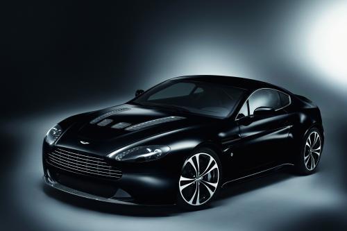 Aston Martin представила DBS Carbon Black и V12 Vantage Carbon Black