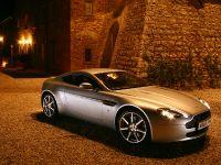 Aston Martin V8 Vantage, 3 of 4