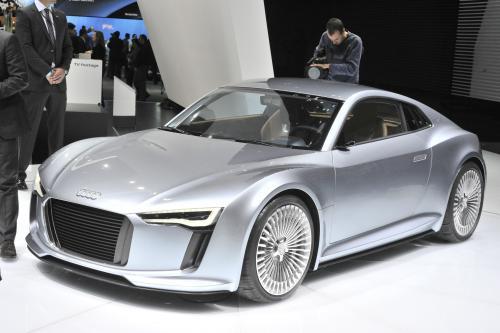Audi Щелчки Переключения На Второй Электрический Шоу-Кар В Детройте
