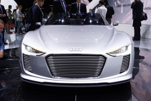 Audi e-tron Spyder в Париже 2010