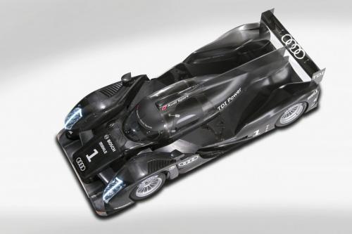 Болид Audi R18