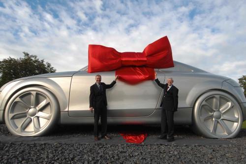 Гигант Audi TT-это новая достопримечательность города Ингольштадт