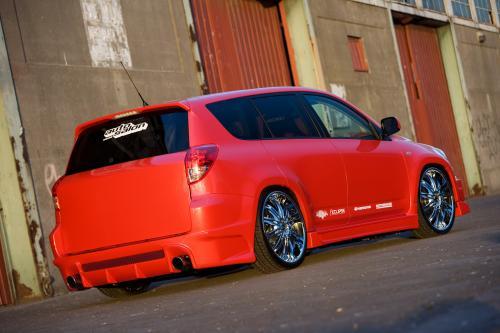 Toyota Yaris и RAV4 получить авто в салоне красоты
