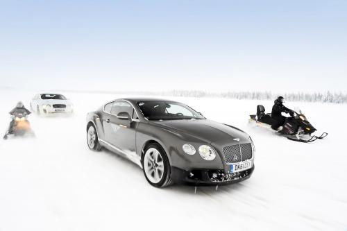 Поразительно замороженные опыт: Бентли, Континентальный GT3-R для установки на льду