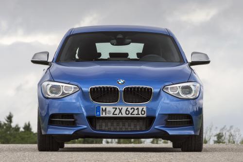 """BMW 1-Series M135i три двери \"""" предлагает спортивный стиль в компактном формате"""