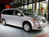 thumbnail image of Chrysler Grand Voyager Frankfurt 2011