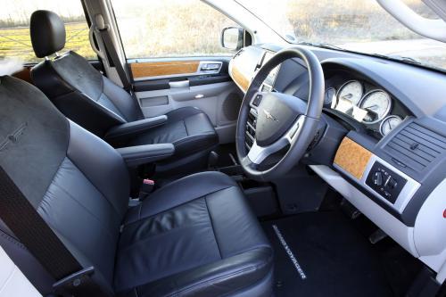Chrysler отмечает 25-летие первого в мире и понравившийся MPV