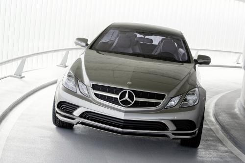 Mercedes-Benz показывает, исследовательский проект myCOMAND - революция на приборной панели