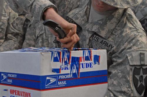Chrysler LLC и эксплуатации благодарности доставки заказной автомобиль для солдат, возвращающихся из Ирака развертывания