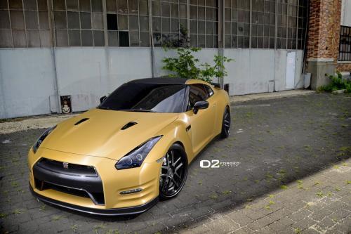 D2Forged Nissan GT-R в One-Of-A-Kind Наружное матовое золото