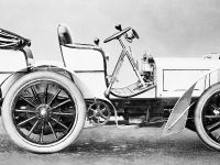 The first Mercedes: The engine of this 35 hp Daimler Mercedes of 1901 was equipped as standard with efficient low-voltage magneto ignition.