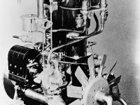 A flash of inspiration: Daimler Phoenix engine with low-voltage magneto ignition.