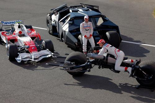Panasonic Toyota racing объединяет свои усилия с the dark knight в Сильверстоуне