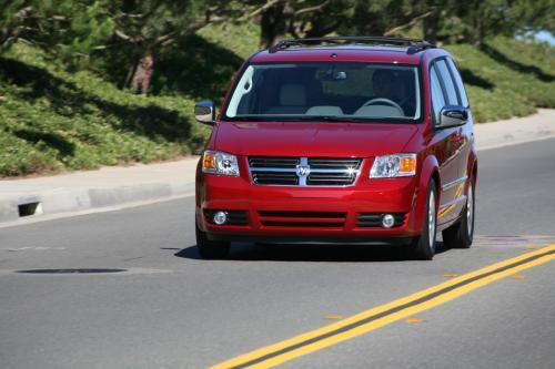 Chrysler Канада ролл продолжается на прочность в сочетании мини-вэн продаж и стремительного Вознесения Dodge Journey кроссовер