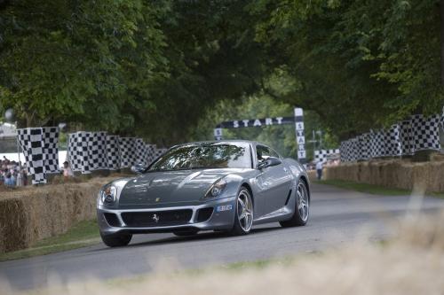 Ferrari Scuderia Spider 16M завершает supercar run at Goodwood в возрасте до 1 минуты