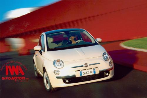 Двести эксклюзивный Fiat 500 для Ferrari сети продаж