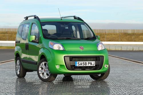 Fiat Qubo: Стильный Семейный Motoring - Made Simple