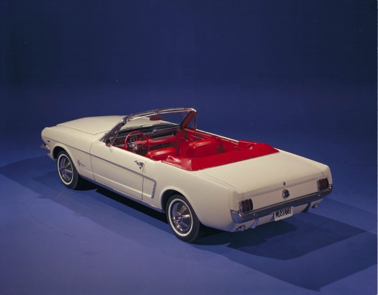Ford Mustang Convertible  1/2
