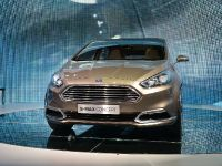 thumbnail image of Ford S-MAX Concept Frankfurt 2013