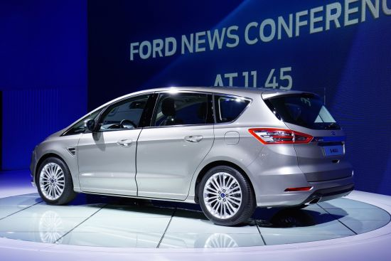 Ford S-Max Paris
