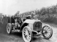 Gordon Bennett race, 1903. The winner – Camille Jenatzy – at the wheel of the 60 hp Mercedes Simplex racing car.
