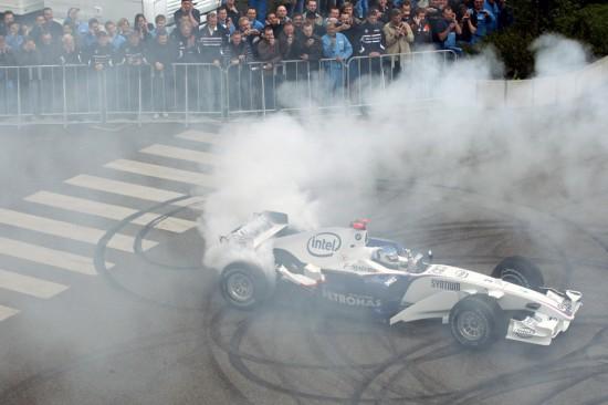 Heidfeld Brings F1 To BMW Plant