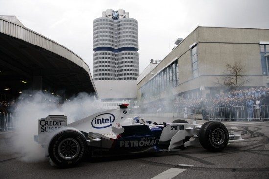 Heidfeld Brings F1 To BMW Plant